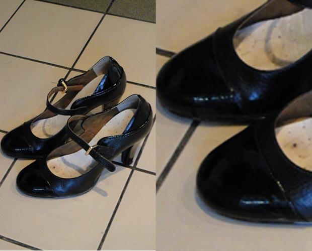 Em verniz, pretinho básico foge do comum. Duas texturas de preto são usadas no sapato