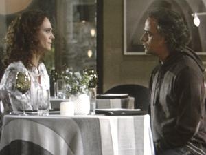 Dora desiste de ficar com Marcos (Foto: A Vida da Gente/TV Globo)