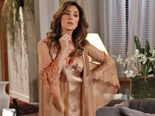 Camisolas de Tereza Cristina são de seda pura, com aplicações em renda  (Foto: Fina Estampa/TV Globo)