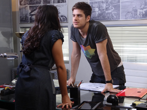 Rafael garante que vai romper o noivado (Foto: Fina Estampa / TV Globo)