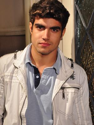Brinco e piercing do ator foram incorporados ao personagem (Foto: Fina Estampa/TV Globo)