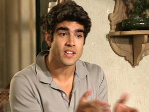 Antenor quer estar perto de Íris para descobrir segredo (Foto: Fina Estampa/ TV Globo)