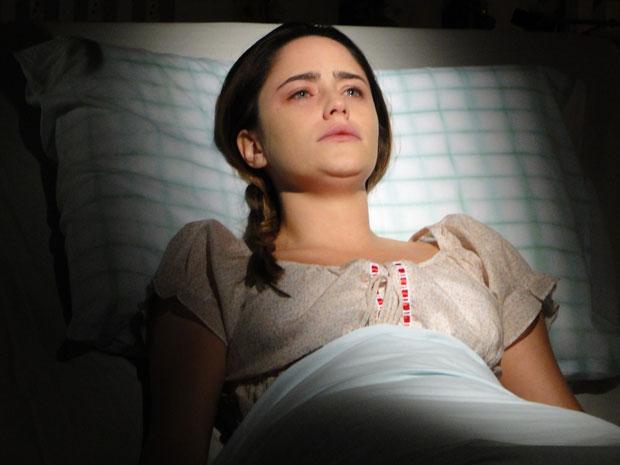 Ana abre os olhos pela primeira vez depois de anos e sai do coma (Foto: A Vida da Gente - Tv Globo)