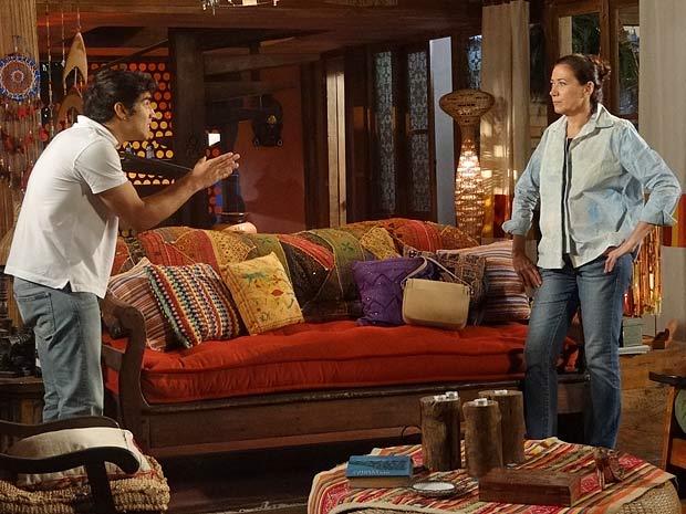 Antenor discute com Griselda por causa da gravidez de Patrícia (Foto: Fina Estampa / TV Globo)