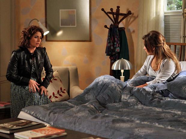 Claudia tenta conversar com Camila, mas ela não quer ouvir os conselhos da irmã (Foto: Aquele Beijo/TV Globo)
