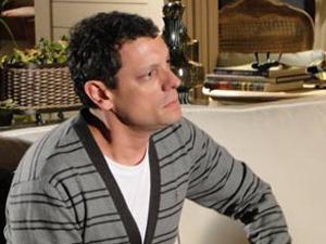 Cícero se preocupa com Alice (Foto: A Vida da Gente/TV Globo)