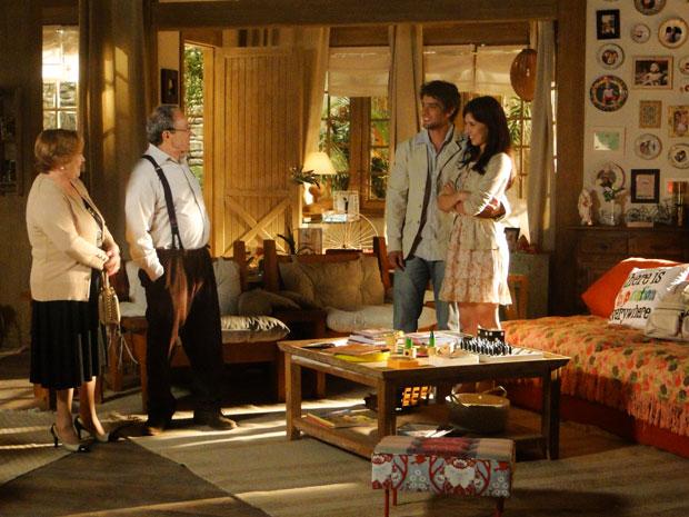 Iná e Laudelino ficam encantados com a transformação da casa de Manu e Rodrigo (Foto: A Vida da Gente - Tv Globo)