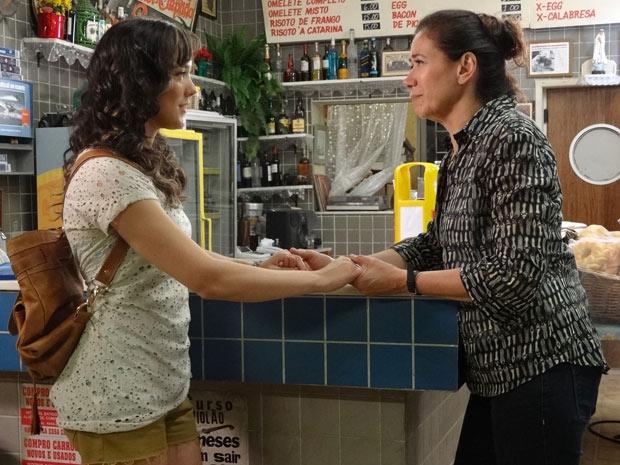 Griselda fica feliz com a decisão de Patrícia (Foto: Fina Estampa/TV Globo)