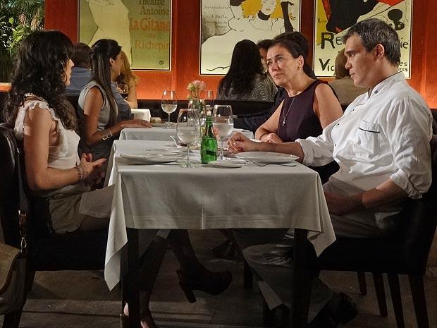 Griselda pede que Patrícia vá morar com ela (Foto: Fina Estampa / TV Globo)