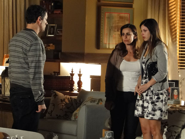 Cícero decide ajudar Alice após a garota se decepcionar com suposto pai biológico (Foto: A Vida da Gente/TV Globo)