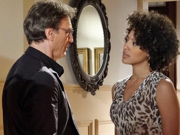 Sarita exige que Alberto se afaste e não tenha contato com ela (Foto: Aquele Beijo/TV Globo)