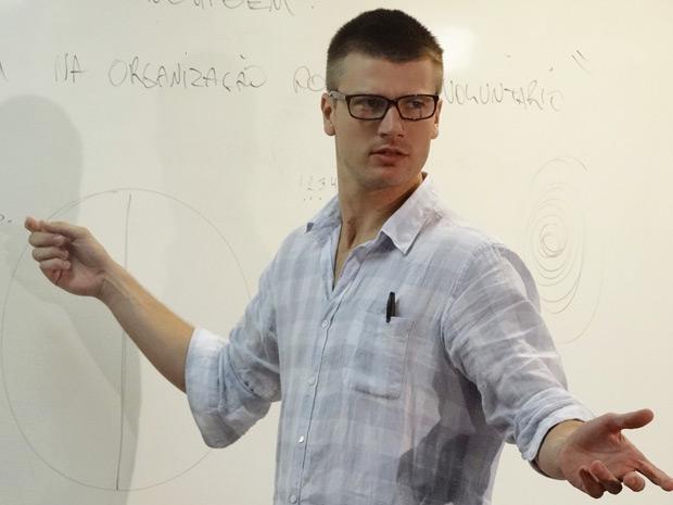 Alexandre é professor de neurociência (Foto: Fina Estampa/ TV Globo)