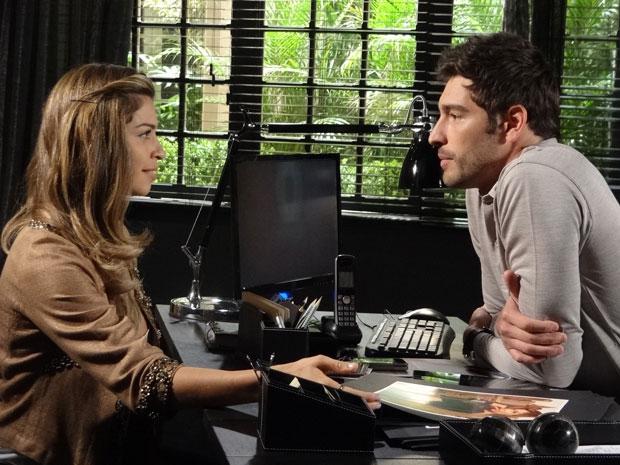 Lucena admite a Rubinho que errou ao se casar (Foto: Aquele Beijo/TV Globo)