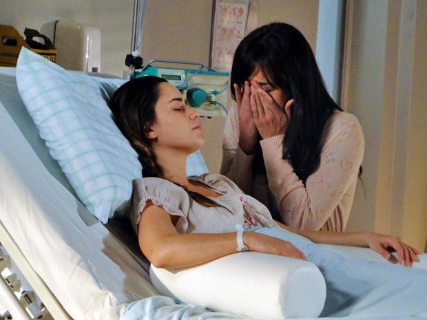 Manuela se emociona ao conversar com a irmã (Foto: A Vida da Gente/TV Globo)