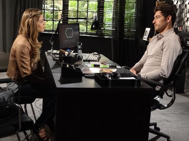 Rubinho demonstra estar inseguro em relação ao casamento (Foto: Aquele Beijo/TV Globo)