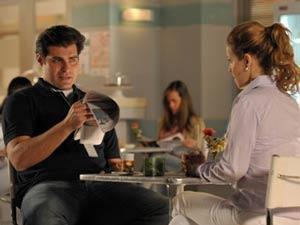 Celina fica com pena do ex-marido (Foto: A Vida da Gente / TV Globo)
