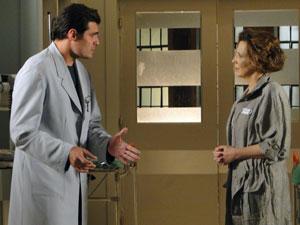 Lúcio explica para Eva que Ana não pode sofrer uma decepção (Foto: A Vida da Gente - Tv Globo)