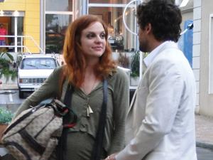 Nanda avida que vai se casar (Foto: A Vida da Gente/TV Globo)