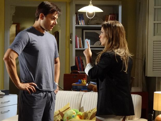 Camila enfrenta Ricardo e diz que vai ver o filho (Foto: Aquele Beijo/TV Globo)