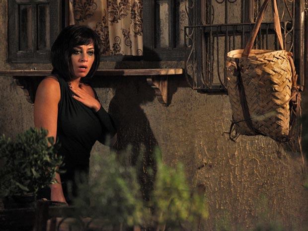 Marcela ouve conversa de Íris e Alice, e descobre o segredo de Tereza (Foto: Fina Estampa/ TV Globo)