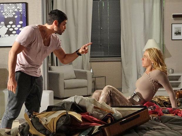 Wallace ameça bater em Teodora se ela não for embora (Foto: Fina Estampa/ TV Globo)