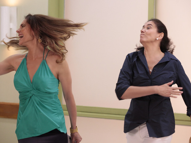Griselda se irrita e dá um tapa na cara de Tereza Cristina (Foto: Fina Estampa/TV Globo)