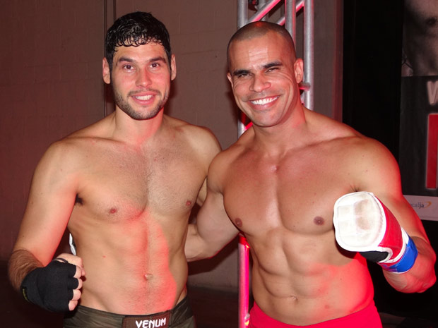 Dudu Azevedo e Thiago Varella no intervalo das gravações (Foto: Fina Estampa / TV Globo)