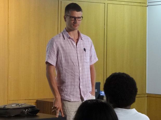 Alexandre Lopes é o novo professor de neurociência (Foto: Fina Estampa/TV Globo)