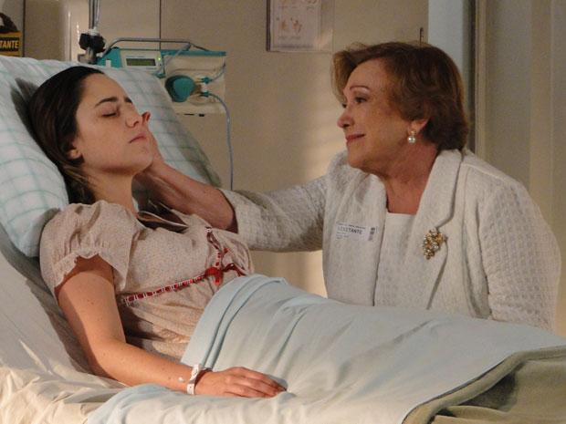 Iná sente a presença de Ana e tem ainda mais certeza que a neta vai sair do coma (Foto: A Vida da Gente - Tv Globo)
