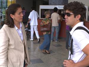 Pereirão fica com pena do filho pela primeira vez (Foto: Fina Estampa/TV Globo)