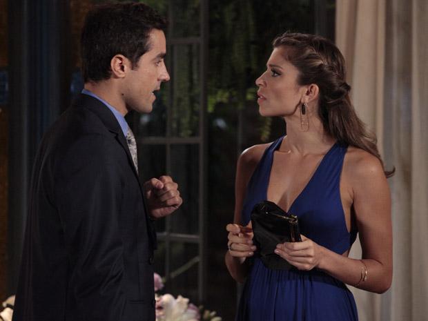 Vicente admite para Lucena que beijou Claudia