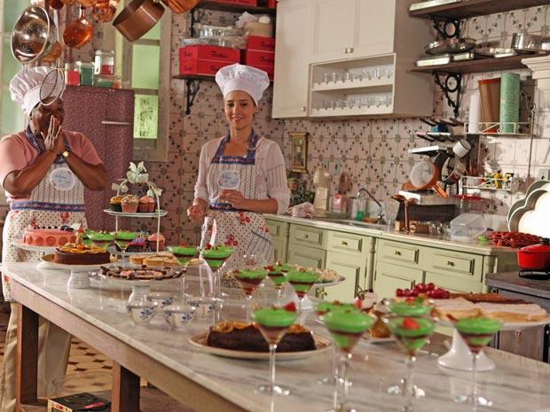 Marjorie e Maria em cena, encantadas com o resultado (Foto: A Vida da Gente / TV Globo)