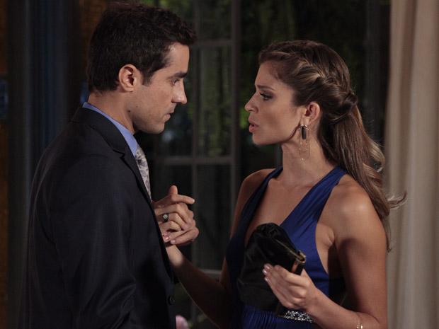 Vicente garante para Lucena que a história dele com Claudia acabou (Foto: Aquele Beijo/TV Globo)
