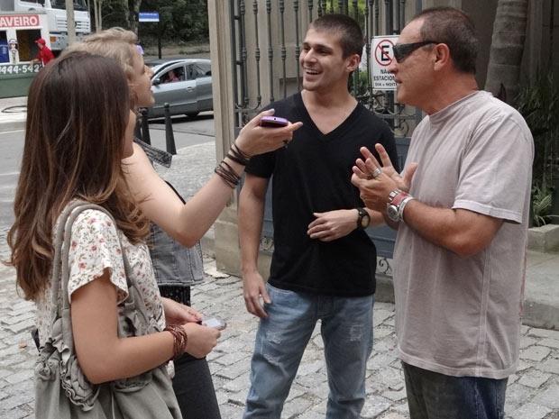 Thiago foi dirigido por Ajax Camacho e logo entrou no clima de descontração da novela  (Foto: Malhação / TV Globo)
