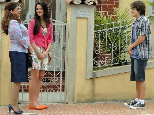 Orlandinho vai falar com Belezinha e Íntima (Foto: Aquele Beijo/TV Globo)