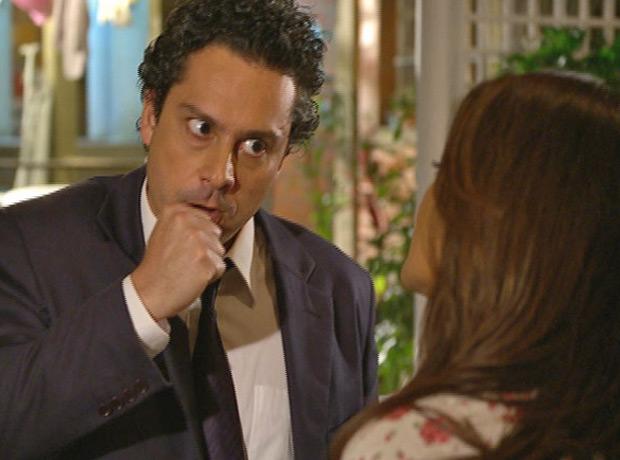 Baltazar está com ciúmes após o sucesso do restaurante (Foto: Fina Estampa/TV Globo)