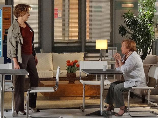 Eva provoca e manda Iná pedir perdão por ter ajudado Manu a trair Ana (Foto: A Vida da Gente - Tv Globo)