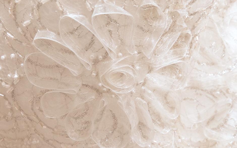 Flores de tecidos trazem a delicadeza do que é feito à mão