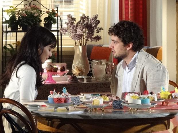 Rodrigo fica surpreso e confuso com a recuperação de Ana (Foto: A Vida da Gente - Tv Globo)