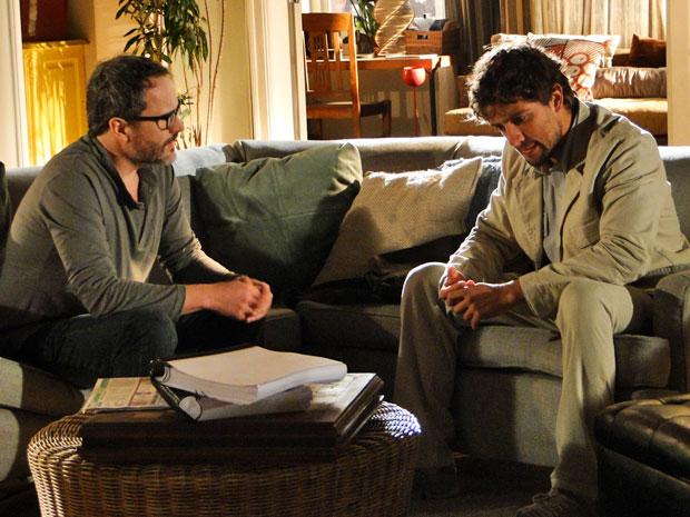 Rodrigo desabafa com Lourenço e diz ter medo do sentimento por Ana voltar (Foto: A Vida da Gente - Tv Globo)
