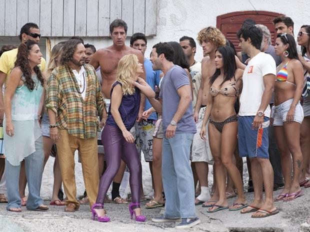 Quinz   Discutem Diante Da Multid  O  Foto  Fina Estampa   TV Globo