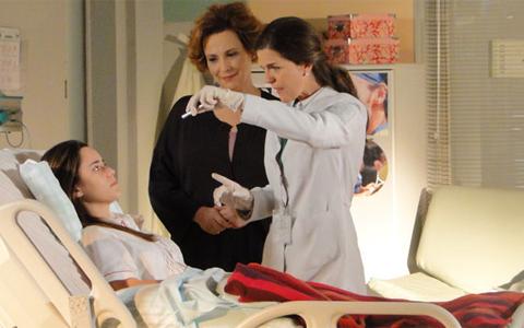 Ana responde a tratamento para retomar a fala (A Vida da Gente/TV Globo)