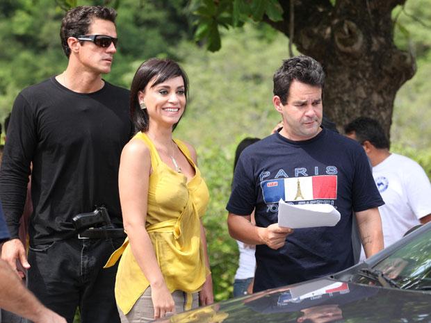 Suzana Pires nunca perde o sorriso. Carlos Machado também está na cena (Foto: Fina Estampa/TV Globo)