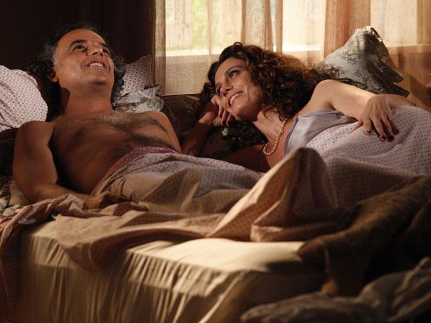 Marcos e Dora se entregam a paixão (Foto: A Vida da Gente - Tv Globo)