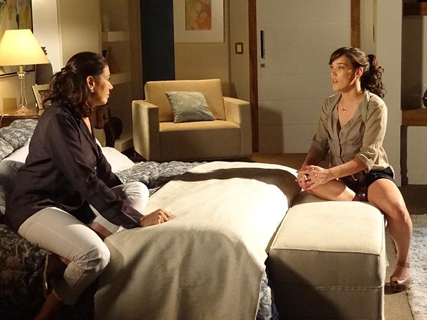 Patrícia pede para Griselda aceitar Antenor de volta (Foto: Fina Estampa / TV Globo)