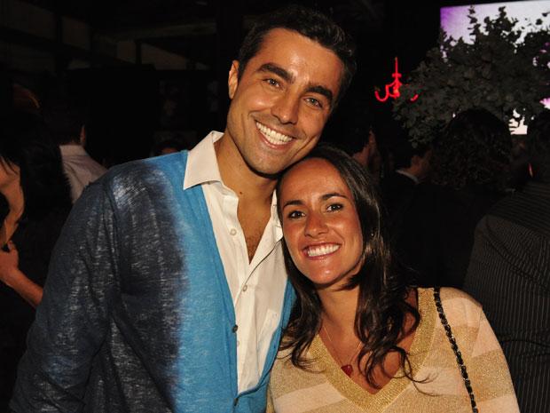Ricardo Pereira e sua esposa, Francisca Pinto, têm o primeiro filho, chamado Vicente (Foto: Aquele Beijo / TV Globo)