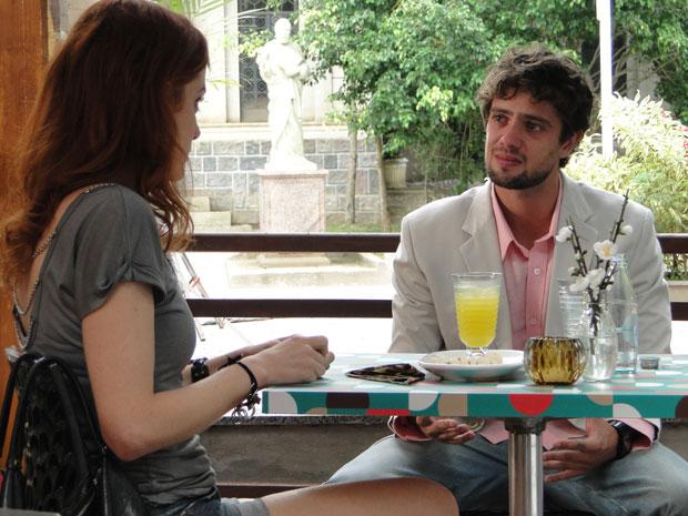 Rodrigo desabafa com Nanda e admite estar balançado por Ana (Foto: A Vida da Gente - Tv Globo)