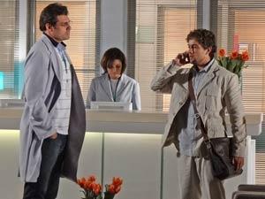 Rodrigo terá que falar com Ana sozinho (Foto: A Vida da Gente / TV Globo)