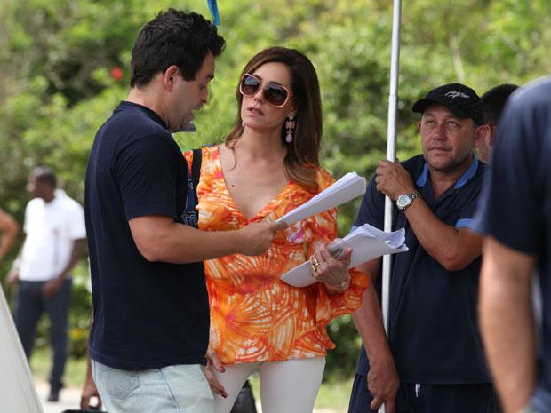 Christiane Torloni recebe instruções do diretor Marco Rodrigo (Foto: Fina Estampa/TV Globo)