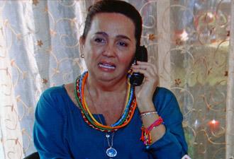 Jornalista não param de procurar por Iara (Foto: Aquele Beijo/TV Globo)
